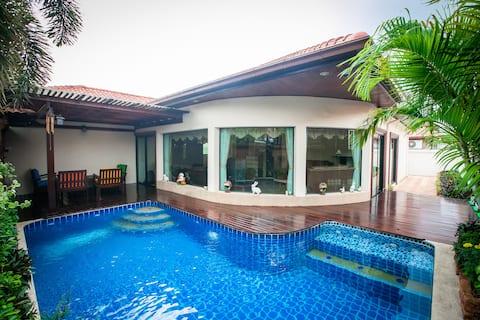 Royal Pool Villa, Large Home Private Swimming Pool