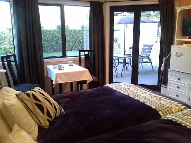 Studio unit - Private entrance - Waitara - Bed & Breakfast