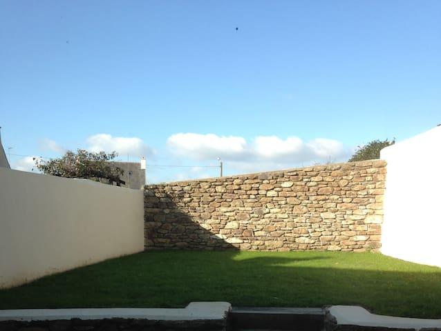 Maison moderne avec jardin à louer en AOUT - Brest - Hus