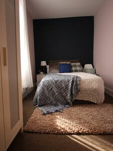 Stylish private room with great access to Worksop - Worksop - Casa