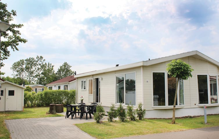 Holiday cottage with 3 bedrooms on 90m² in Sint-Annaland