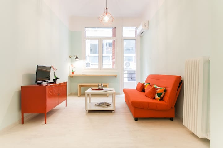 I. Playful apartment in great location in Athens - Athina - Apartamento