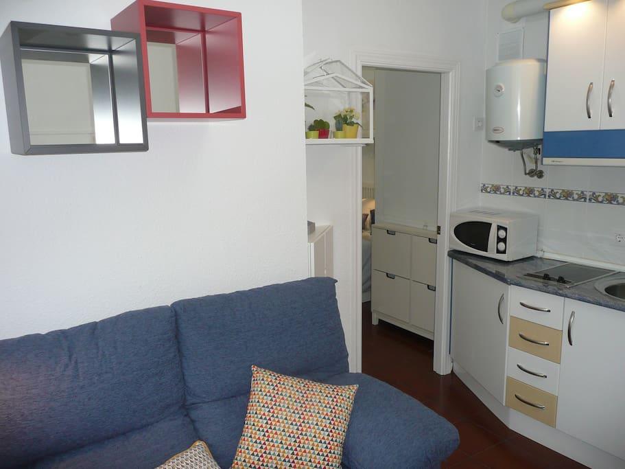 Salón-cocina y habitación al fondo