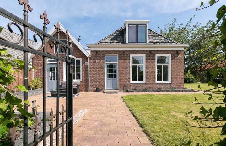 Gezellige kamer in historisch pand in Friesland