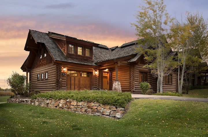 Teton Springs Cabin with Private Hot Tub and Air Conditioning