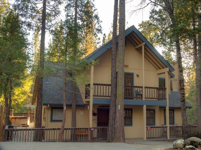 Friends Lodge in Yosemite 2303 sf 3BR/3BA big deck