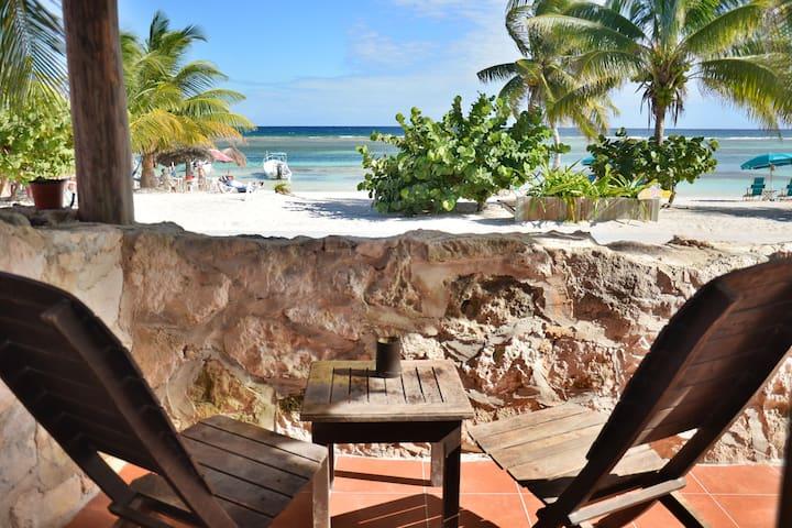 Beachfront with private terrace Malecon Quetzal