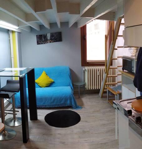 Studio duplex meublé av Bollée