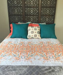 Charming Private Bedroom 2nd Floor -25 min to NYC - Mount Vernon - Hus