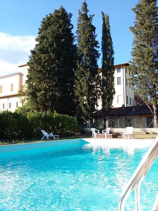 piscina condominiale, aperta da inizio giugno a fine settembre