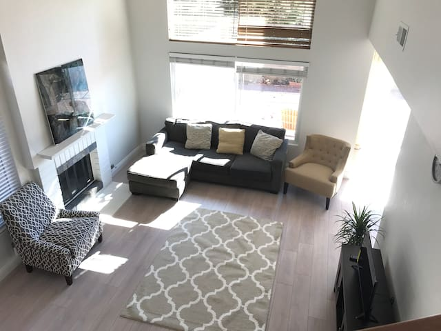 Furnished 3B/R Entire House Lake forest