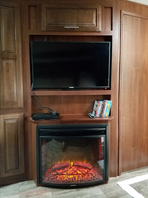 Living Room TV/Fireplace