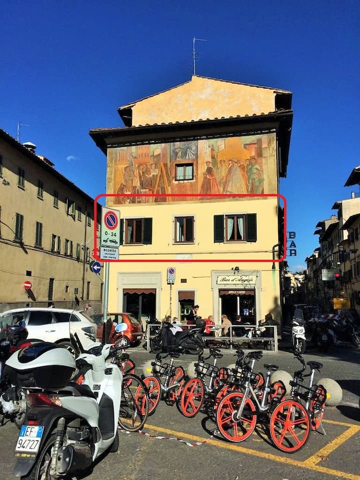 The cozy painted house in Florence
