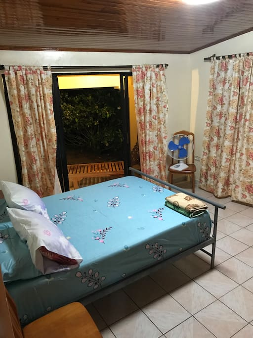 Chambre d 39 h te sur tahaa houses for rent in papeete for Chambre french translation