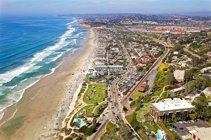 Fabulous Del Mar condo Across street from Beach!