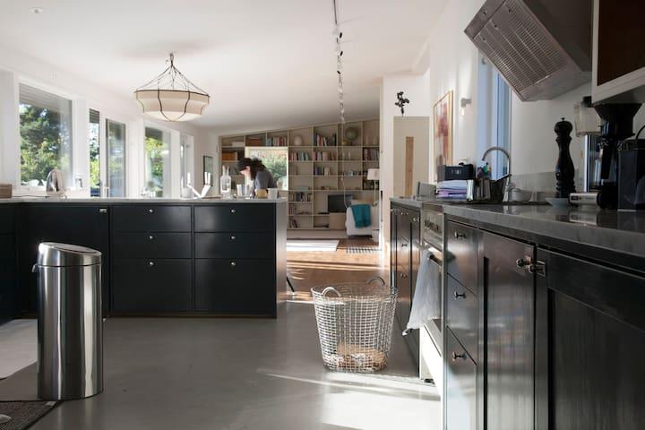 A luxurious, spacious design house, 25 min to city - Saltsjöbaden - House