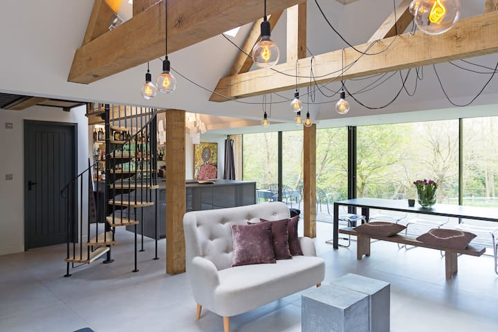 Contemporary rural retreat close to London.