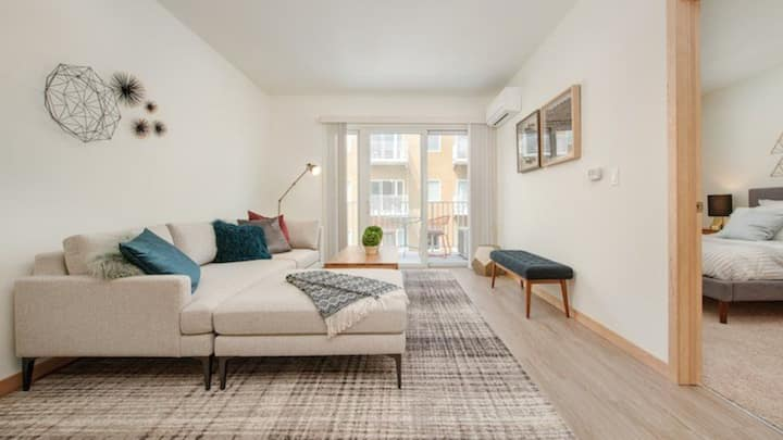 Spacious 1BD in Walkers Point, sparkling clean