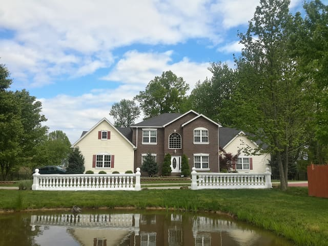 Large beautiful home with many of entertainments - Louisville - Dům