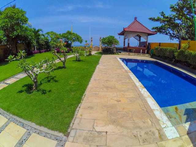 Beautiful Beachfront Villa, FREE DAILY BREAKFAST!