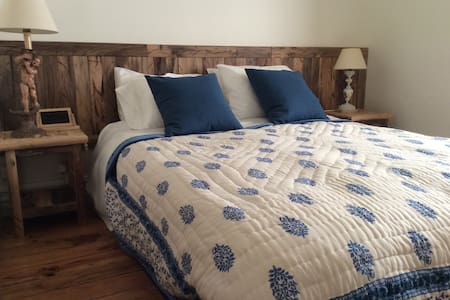 Bedroom with mountain views - Penzion (B&B)