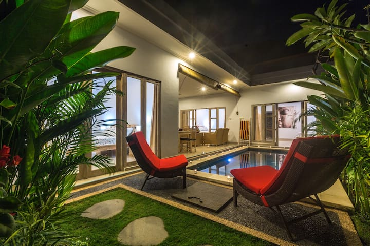 Castro Villa 3BR, next door to Cafe Moka Seminyak