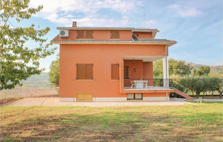 Holiday cottage with 3 bedrooms on 150 m² in Montedinove (AP)