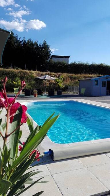 Chalets de la plaine chalets for rent in villebret for Piscine montlucon