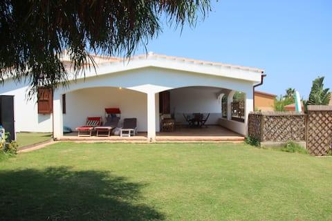 Villa i Costa Rei, 100 m från havet.