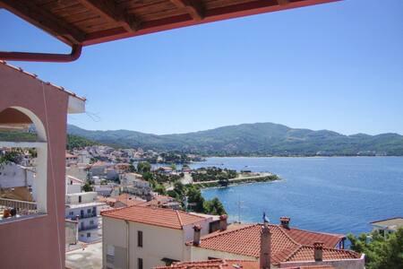 Apartment w/ balcony and sea views - Neos Marmaras