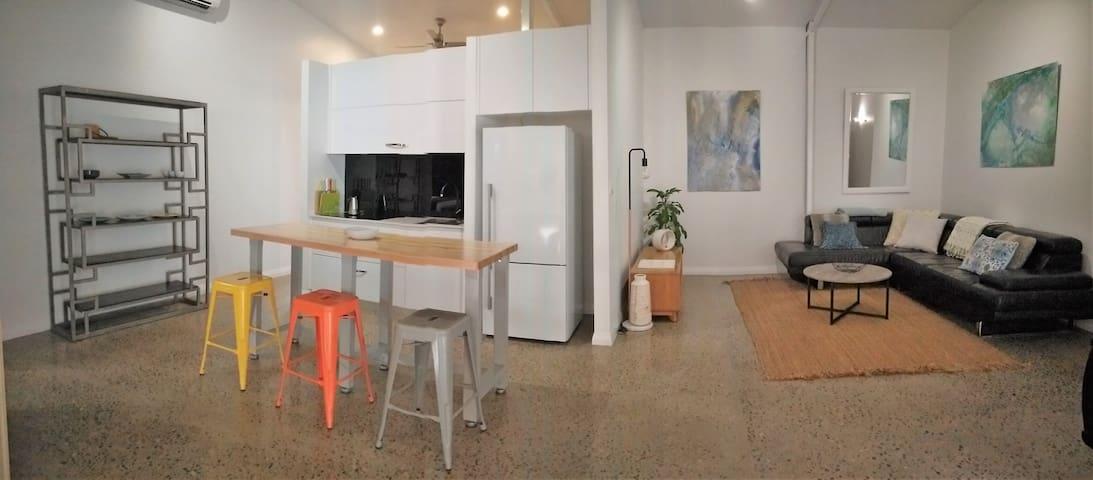 Crazy About Cairns Industrial Design - 3 Bedrooms