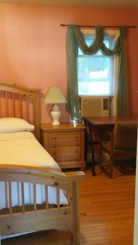 Room 1-45 minutes from NYC. Near bus stop