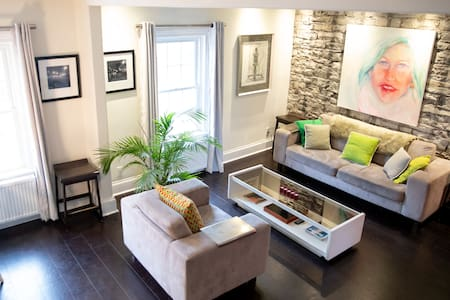 Spacious Downtown 1800's Stableman's House Loft