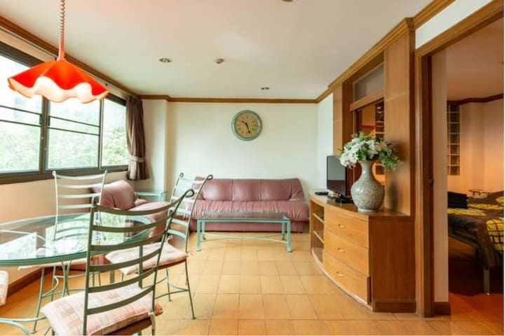 2 Bedrooms apt in the middle of Bangkok (5A)