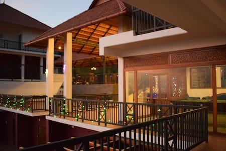 Golden Ridge Mountain Resort - Idukki - Boutique hotel