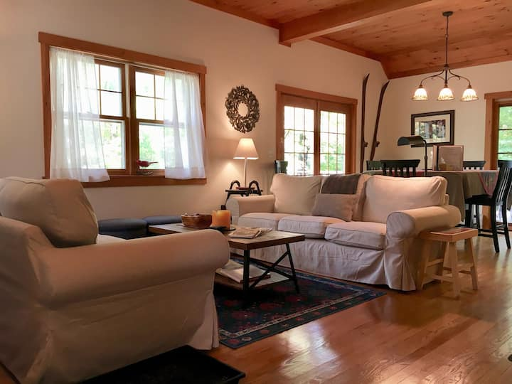 Grace Cottage ~ peaceful retreat, great location!