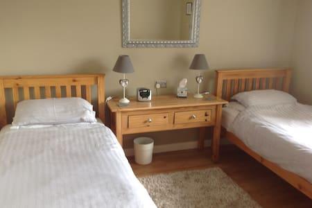 Woodview Twin Bedroom near Truro Hospital