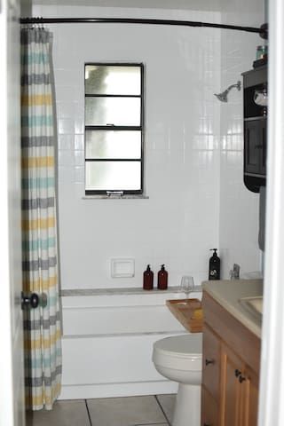 Guest bathroom by day