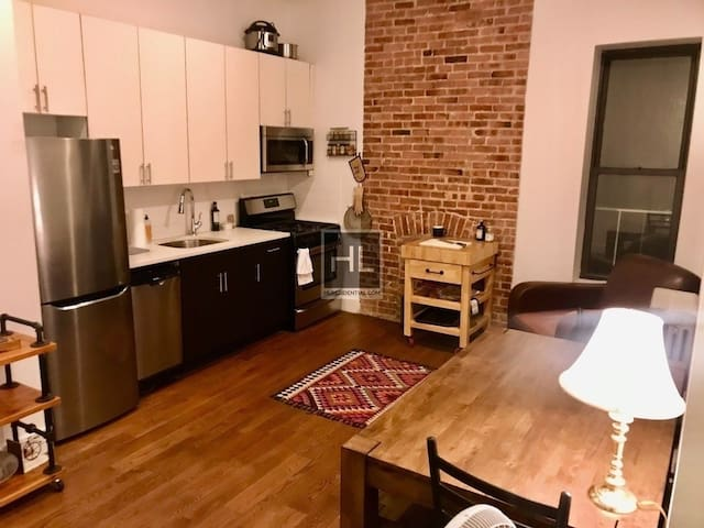 2 bed with high ceilings near 3 subway lines