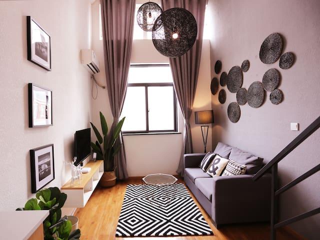 黑白灰的隐秘性感郑州市中原区锦艺城商圈酷炫的LOFT复式公寓一室一厅