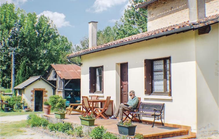 Semi-Detached with 3 bedrooms on 105m² in Charroux