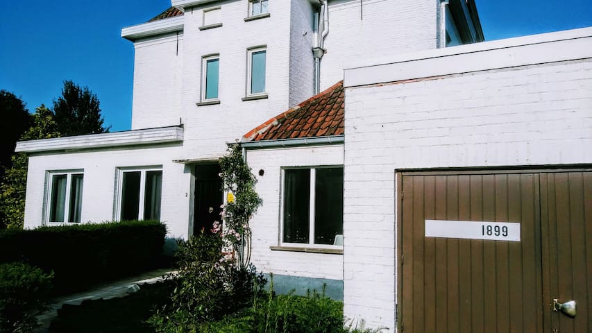 New! Airbnb 1899! Full apt near Bruges. Free bikes