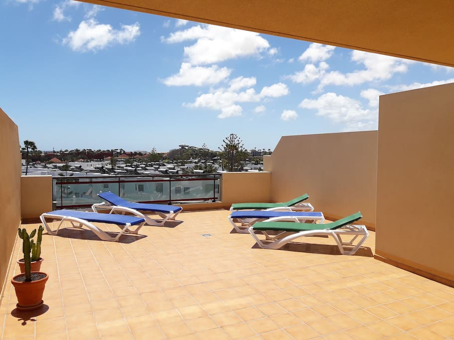 King size private terrace with excellent views to Lobos, Lanzarote, Corralejo.
