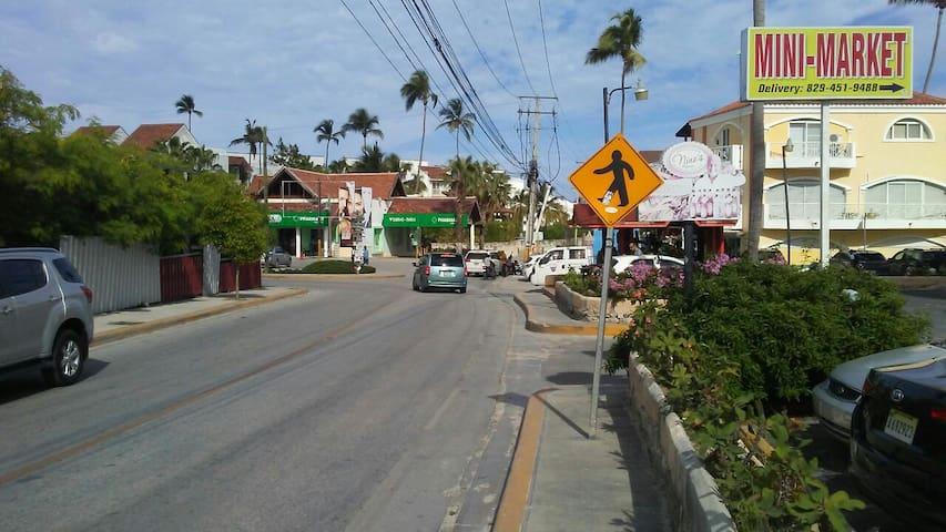 Approaching Los corales corner in the neighborhood