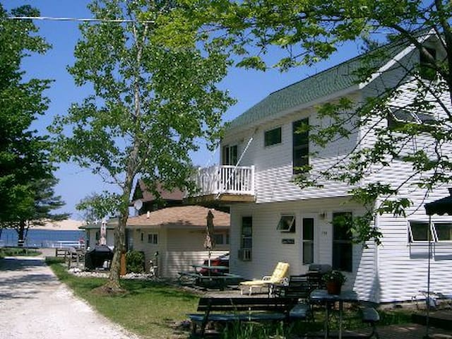 Silver Lake Dune Vista Cottage at Flora-Dale