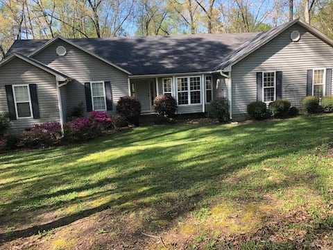 West Point Lake House- Close to Callaway Gardens!