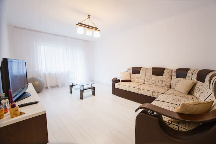Quiet & Stylish 2 bedroom Central Apartment