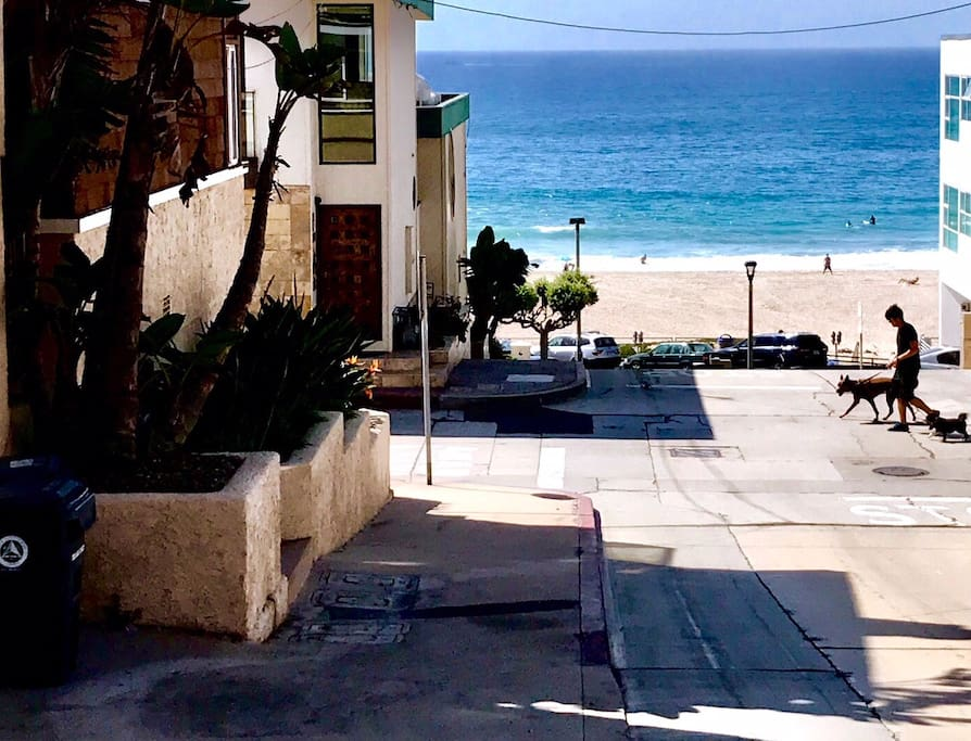 Cozy beach cottage bungalows for rent in manhattan beach for Haute 8 yoga manhattan beach