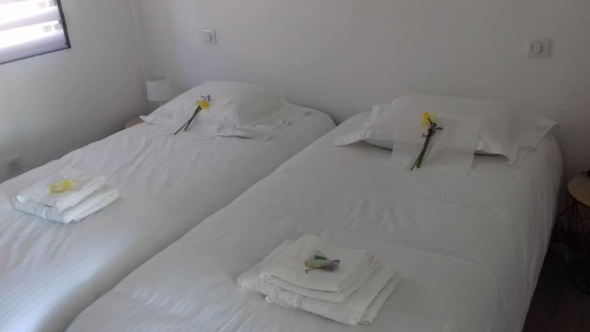chambre 2 lits 1 place