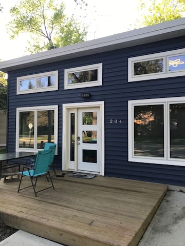 New Cottage built in 2019! Steps to Surf and Lake!